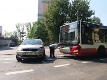 Autobus MZK zderzył się z autem osobowym