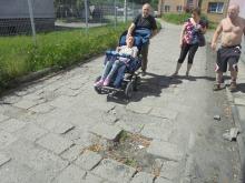 Drogowa udręka w Lewinie Brzeskim. Mieszkańcy walczą o remont