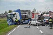 Zderzenie osobówki, tira i busa na trasie Opole-Brzeg