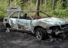 Zwłoki w spalonym pod Praszką samochodzie