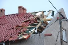 Bardzo silna burza w gminie Cisek, wiele domów bez dachów