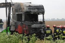 Czołówka i pożar na DK 45 koło Straduni. Co najmniej jedna osoba nie żyje