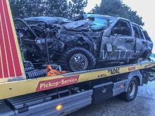 Jeep wypadł z drogi i uderzył w drzewo