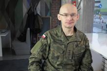 Piotr Płuciennik - zadowolony żołnierz lepiej wykonuje zadania