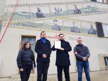 Mural na gmachu Urzędu Wojewódzkiego - Gdzie jest Roman Dmowski?