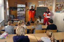 Policjanci uczyli dzieci udzielania pierwszej pomocy przedmedycznej
