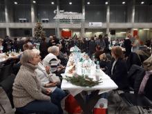 """Ponad 1700 paczek świątecznych czekało na gości """"Wigilii dla bezdomnych"""""""