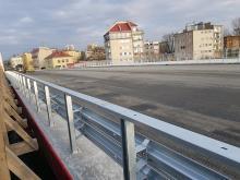Most na Niemodlińskiej przechodzi test obciążeniowy.