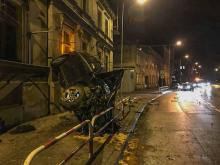 Kluczbork: Pijany kierowca wjechał Mercedesem w budynek mieszkalny