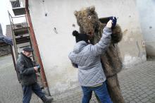 Taniec gospodarza domu z niedźwiedziem