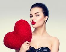 Kwas hialuronowy - sposób na naturalny efekt ponętnych ust