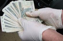 """Policjanci odzyskali wyłudzone pieniądze """"na policjanta"""""""