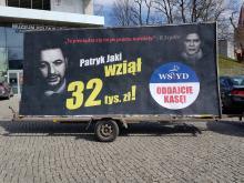 """""""Konwój Wstydu"""" wyrusza na drogi Opolszczyzny, na billboardzie podobizna Patryka Jakiego"""