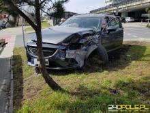 Zderzenie dwóch pojazdów na rondzie w Opolu, dwaj kierowcy w szpitalu