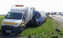 40-latek zasnął za kierownicą i wjechał w samochód służby drogowej