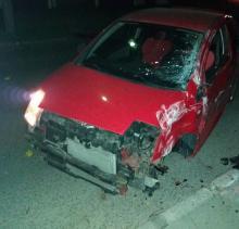 Cieszyńska. Kierowca rozbił samochód i uciekł z miejsca zdarzenia