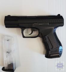 Z atrapą broni napadł na sklep