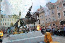Opolanie tłumnie wzięli udział w uroczystym odsłonięciu pomnika Kazimierza I na rynku