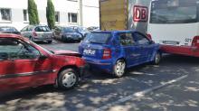 Zderzenie trzech samochodów osobowych i autobusu na Wspólnej