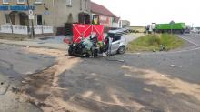 Osobówka zderzyła się z samochodem ciężarowym. Nie żyje starsza kobieta