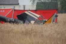 Śmigłowiec runął na pole w Domecku. 2 osoby nie żyją
