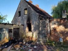 Pożar domu jednorodzinnego w Sadach. Nie żyje mężczyzna