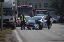 Motocyklista uderzył w ciężarówkę na Wrocławskiej.