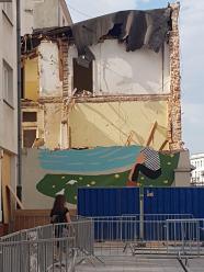 Mural miał przetrwać lata, a zniknął razem z Krakowską 32