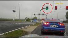 Nagranie ze zderzenia radiowozu z Renault Clio na skrzyżowaniu Oleskiej i obwodnicy Opola
