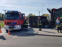 Ciężarówka ze złomem przewróciła się na ulicy Budowlanych w Opolu
