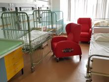 W Uniwersyteckim Szpitalu Klinicznym w Opolu pojawiło się 47 wygodnych foteli - leżanek dla rodziców