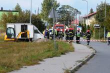 Zablokowana ulica Piastowska w Dobrzeniu Wielkim. Robotnicy uszkodzili rurę z gazem