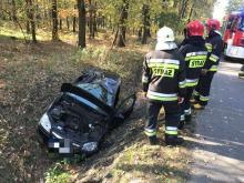 Wypadek na ulicy Strzeleckiej. Kierowca opla wjechał do rowu