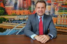 Arkadiusz Wiśniewski wygrywa pierwszą, być może jedyną turę wyborów na prezydenta miasta.