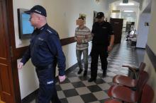 23-latek dźgnął nożem przypadkową osobę. Dziś stanął przed sądem