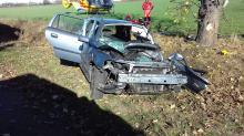 Kierująca fordem wyleciała z drogi i uderzyła w drzewo. Lądował śmigłowiec LPR