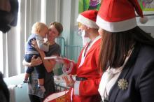 Mikołaj odwiedził najmłodszych w Uniwersyteckim Szpitalu Klinicznym w Opolu