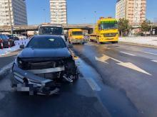 Kierowca Mercedesa wymusił pierwszeństwo na rondzie