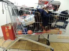 Uciekał z pełnym wózkiem zakupów