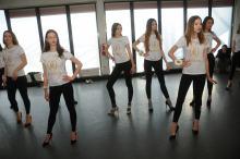 Kandydatki na Miss Opolszczyzny mocno trenują w szkole tańca