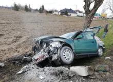 Kryminalni z Brzegu wyciągnęli mężczyznę z płonącego samochodu