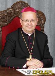 """Biskup Czaja przeprasza w """"Gościu"""", molestowany ministrant odpowiada"""