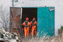 Nielegalne składowisko odpadów w Otmicach. W środku chemikalia i materiały sypkie