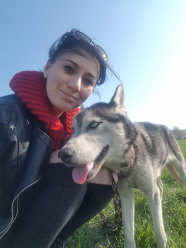 Dzielnicowa z Prudnika zaopiekowała się skrajnie zaniedbanym psem