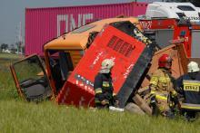 Ciężarówka przewróciła się na obwodnicy Opola