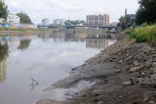 Niski stan Odry nie przeszkodzi w organizacji Triathlonu, ale co ze śmieciami?