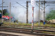 Płoną podkłady kolejowe przy ulicy Rekreacyjnej w Opolu