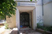 Pałacyk w centrum miasta zaczyna straszyć