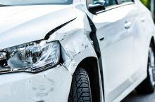Zarysowanie auta na parkingu - jak sobie z nim radzić?