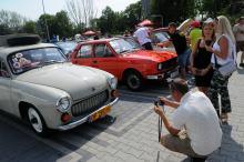 Ponad 100 pojazdów z PRL przed Stegu Arena
